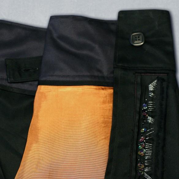 kilt plissé et brodé à la main en gabardine noire