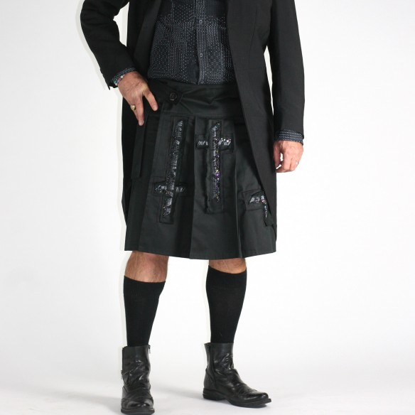 embroidered-by-hand black pleated kilt