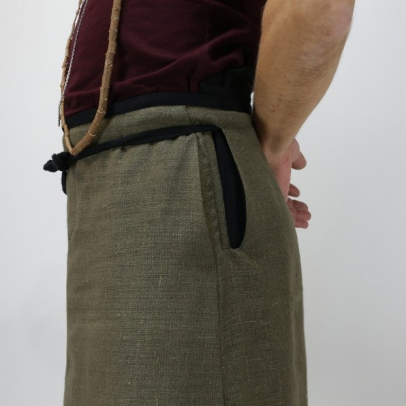 two-coloured hakama with a longhi shape